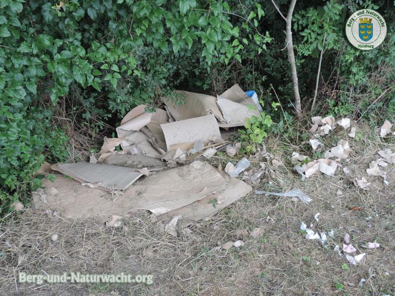 gewerbliche Abfälle im Nationalpark Donau Auen entsorgt | Foto: Berg-und-Naturwacht.org