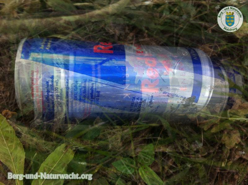im Naturschutzgebiet entsorgte Getränkedosen | Foto: Berg-und-Naturwacht.org