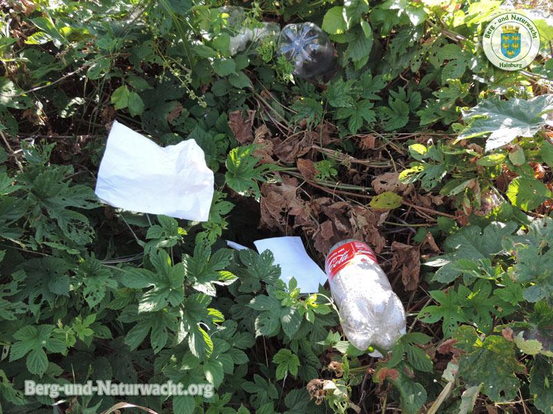 illegale Abfallbeseitigung im Grünland | Foto: Berg-und-Naturwacht.org