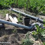 Feldgut: Kübel, Holzprofile und Bewässerungsrohre | Foto: NOE-Umweltwacht.org