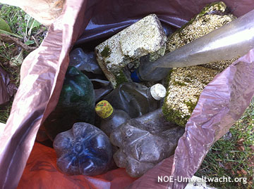 eingesammeltes Schwemmgut nach Hochwasser in Hainburg | Foto: NOE-Umweltwacht.org