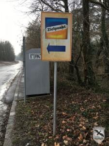 irreführender Wegweiser zur aufgelassenen ZIELPUNKT-Filiale in Bad Deutsch-Altenburg | Foto: NOE-Umweltwacht.org